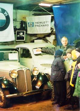 Экскурсия Ломаков Д.А. ведёт экскурсию в своём музее для детей.